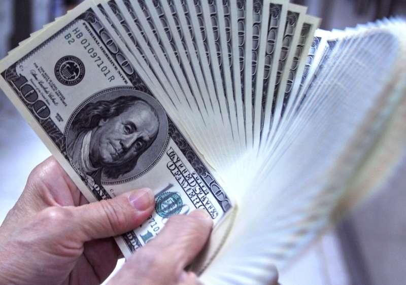 美國聯準會大舉印鈔票,新興市場投資級債的表現可望受惠。(林瑞慶攝)