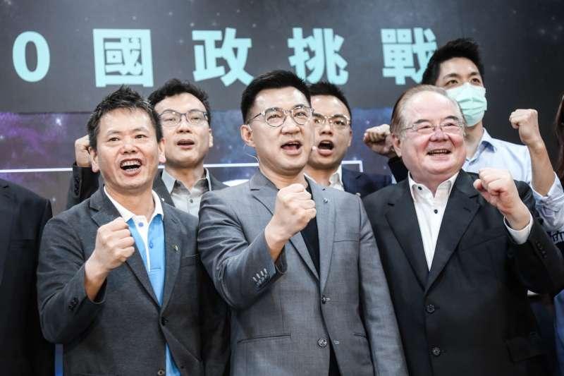 20200515-國民黨主席江啟臣(中)主持「國政挑戰」記者會,國民黨秘書長李乾龍(右)、立法院黨團總召林為洲(左)亦出席記者會。(簡必丞攝)