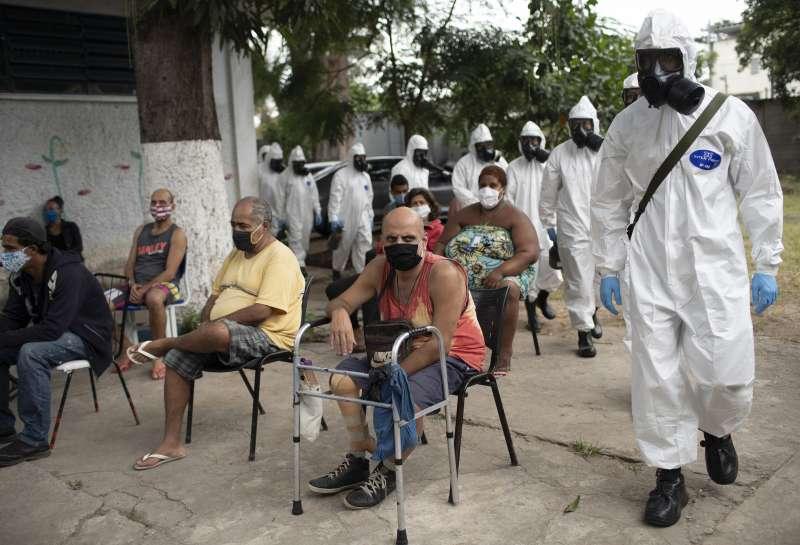 巴西新冠肺炎確診案例已達世界第六高,卻在一個月內連換兩任衛生部長,防疫之路堪憂。(AP)