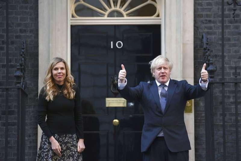 英國首相強生將先部分解封英格蘭地區限制措施。(AP)