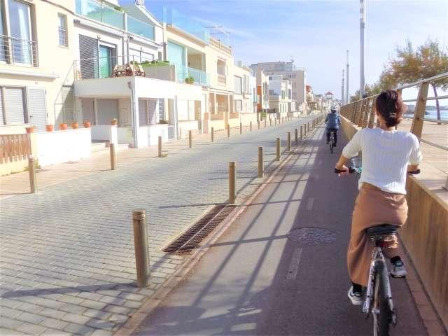 20200522-能夠在住家附近悠閒地騎著腳踏車,也是種平凡的享受。(圖/取自photoAC)
