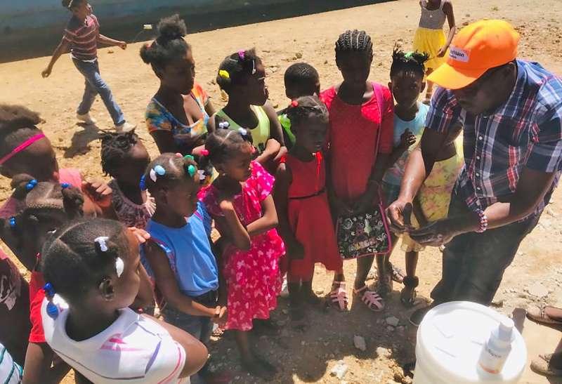 海地的醫療資源嚴重不足,6成以上人口沒有乾淨的水源和肥皂,亟需人道救援。(台灣世界展望會)