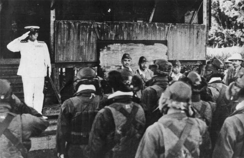日本海軍大將山本五十六陣亡前最後一張照片,1943年4月18日。(維基百科.公有領域)