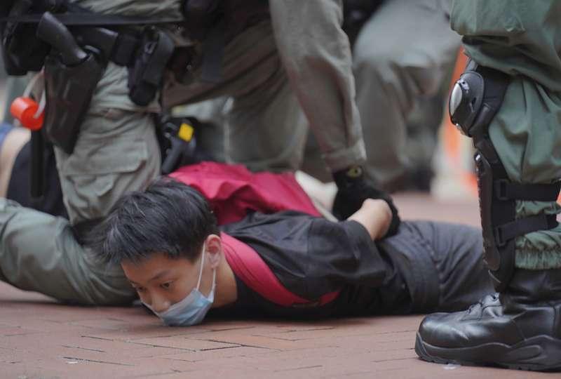 2020年5月24日,香港市民走上街頭抗議「港版國安法」,警方強力鎮壓(AP)