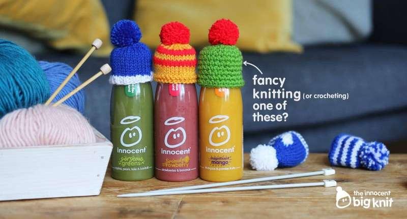 純真果汁與非營利組織合作「大編織」(Big Knit),消費者每買一瓶有毛帽的果汁,就能捐錢給需關懷的老人(Innocent Drinks@Twitter)