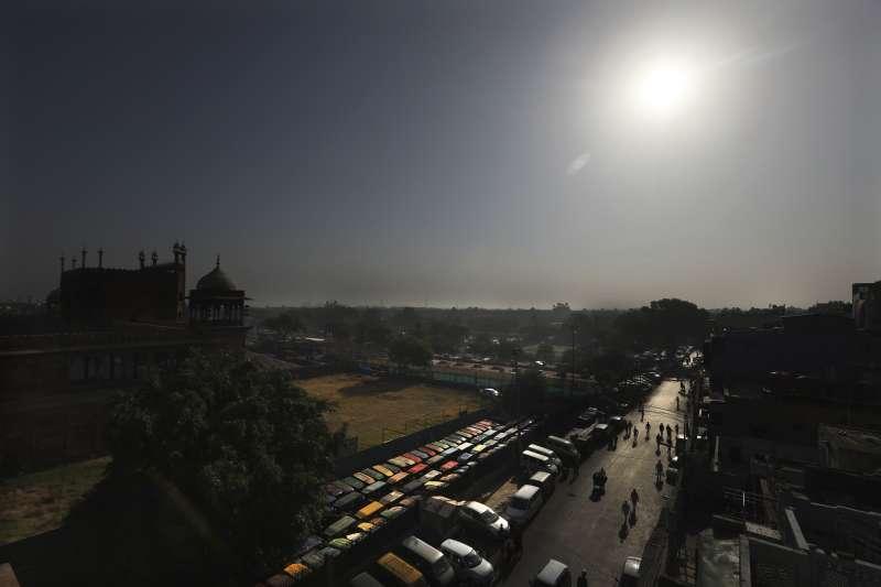 印度已準備好5000平方公里的廣袤土地,吸引想離開中國的外資前去設廠。(AP)