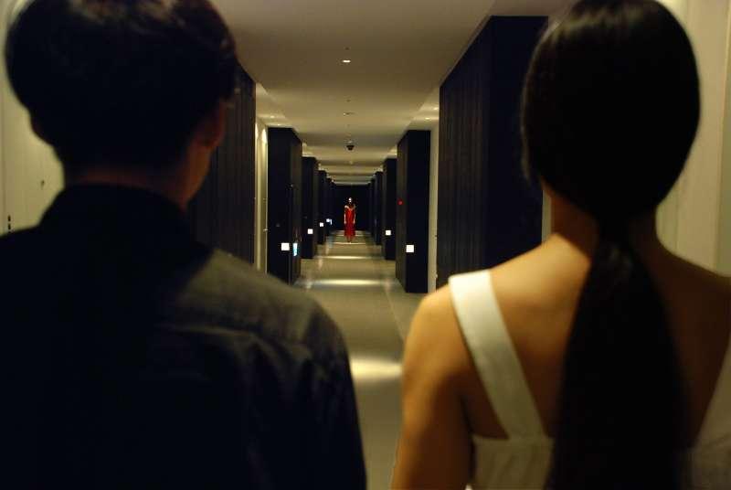20200529-兩廳院大數據專題配圖-河床劇團戲劇作品《開房間》系列計劃,於旅館內做為場景演岀。(河床劇團提供)