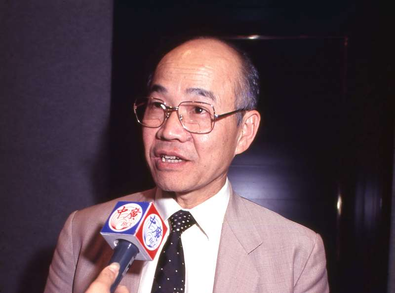 與蔡英文一起參與起草《香港澳門條例》的翁松燃指出,「一國兩制」本來就有矛盾性,是種權宜政策。(新新聞資料照)