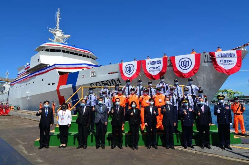 海巡首艘4000噸巡防艦「嘉義艦」在台船舉行下水典禮。(圖/徐炳文攝)