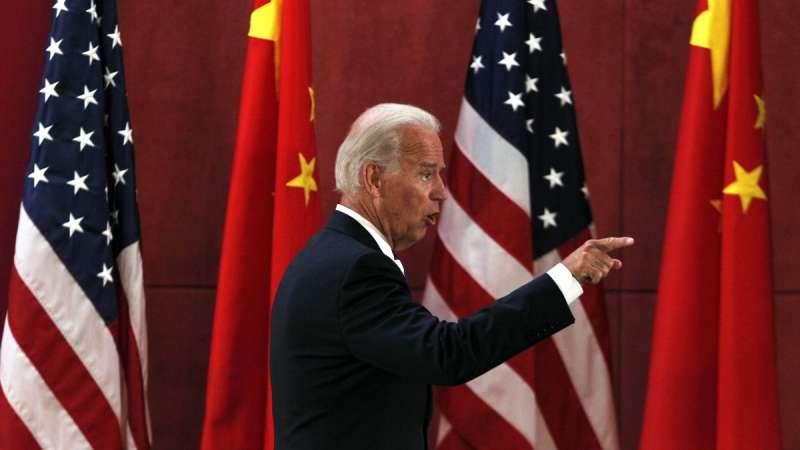 民主黨的美國前副總統拜登若勝選,中國也不會好過,圖為2011年拜登在中國四川大學演說(資料照,AP)