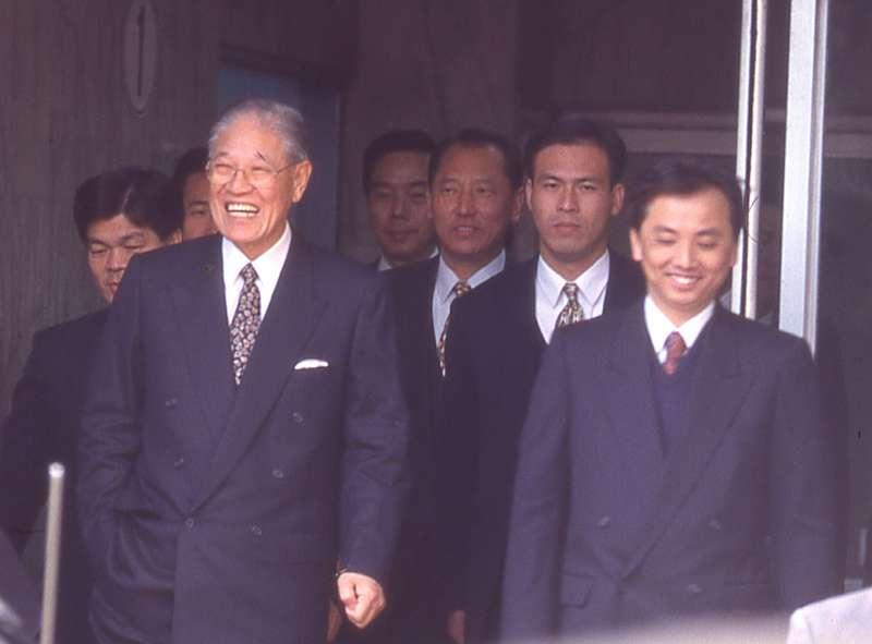 蘇志誠(右)翻老帳為長官李登輝(左)出氣。(新新聞資料照)
