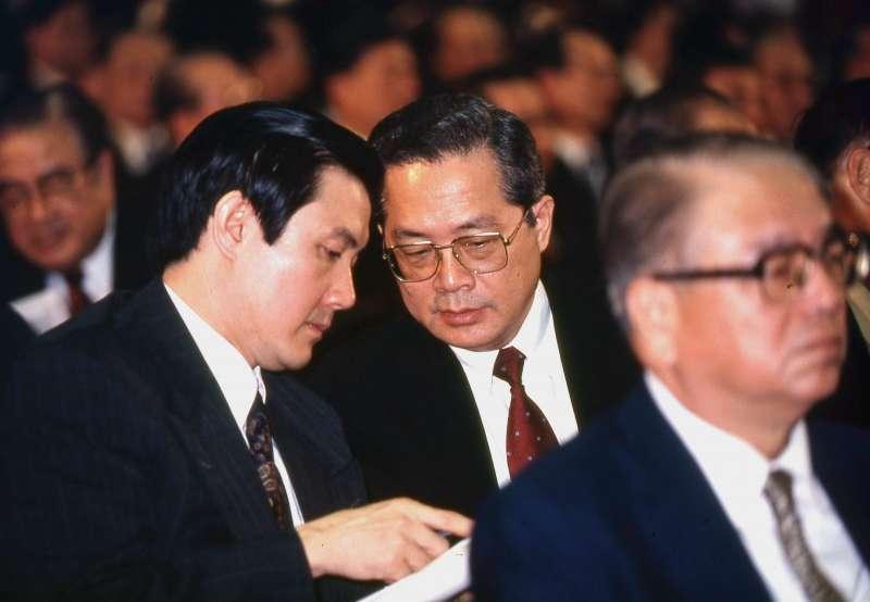 1992年時任陸委會副主委的馬英九與副閣揆施啓揚。(新新聞資料照)