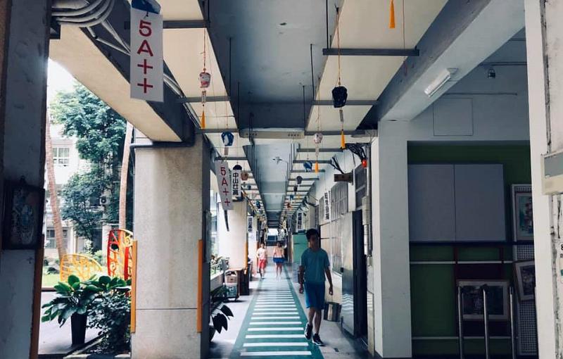20200615-國中教室的走廊。(資料照,李怡芳提供)