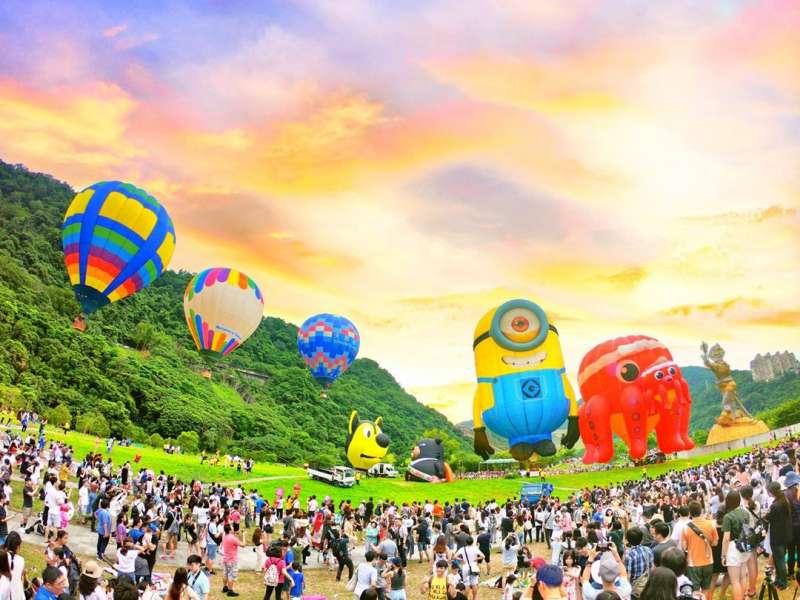 一年一度的石門水庫熱氣球嘉年華,總是吸引許多民眾。(圖/IG@nini820105ni)