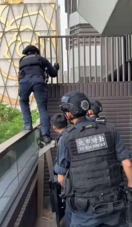 20200616-警方透過2波行動破獲國內最大詐騙集團,共計逮捕首謀、幹部及成員共42人及3處機房。(台北市警察局提供)
