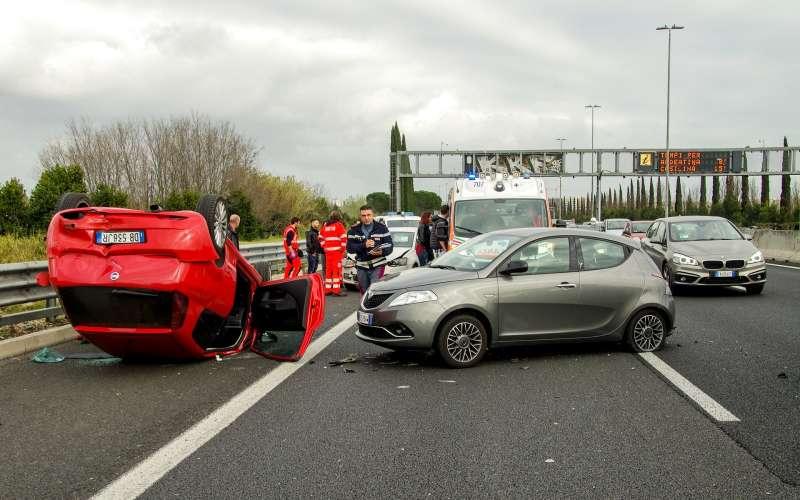 車輛事故一年數十萬件,不僅可能是受害者,也可能是肇事者。(圖/Pixabay)