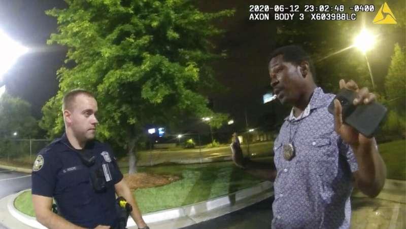 美國喬治亞州亞特蘭大黑人青年布魯克斯(Rayshard Brooks)6月12日遭警方槍殺案引發大規模示威抗議(AP)