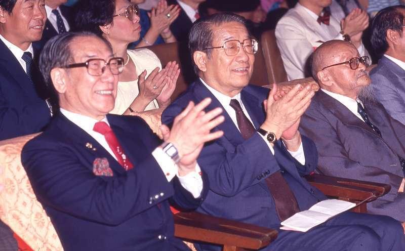 面對新的「二李聯手」,蔣緯國(左)、李煥(中)等國民黨「反主流」人士開始逆向造勢。(新新聞資料照)