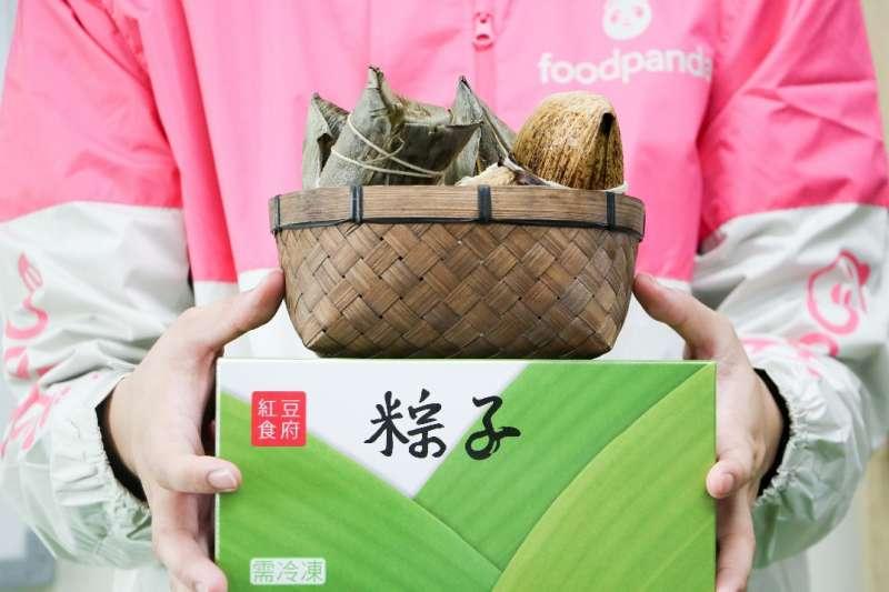 foodpanda 生鮮雜貨專區推出各式鮮粽禮盒及節慶超值優惠,指定店家滿 599 元即折 150 元。(圖/foodpanda台灣提供)