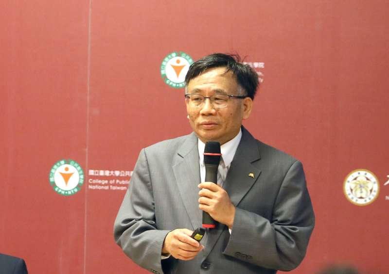 陳秀熙建議,解禁境外生來台可採用「免疫護照」防堵病毒傳播。(柯承惠攝)