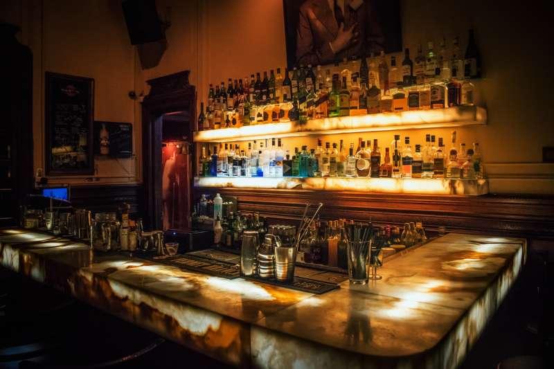 台北10間隱藏版特色酒吧,不只有特色調酒,還提供無酒單客製化,十分誘人!(圖/取自Unsplash)