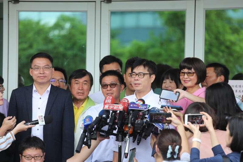 20200624-高雄市長補選登記24日是最後一日,代表民進黨參選的陳其邁在上午10點便完成登記。(陳其邁競選團隊提供)