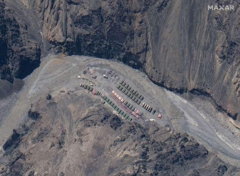 中國解放軍位於中印爭議邊界加勒萬河谷的營地。(AP)