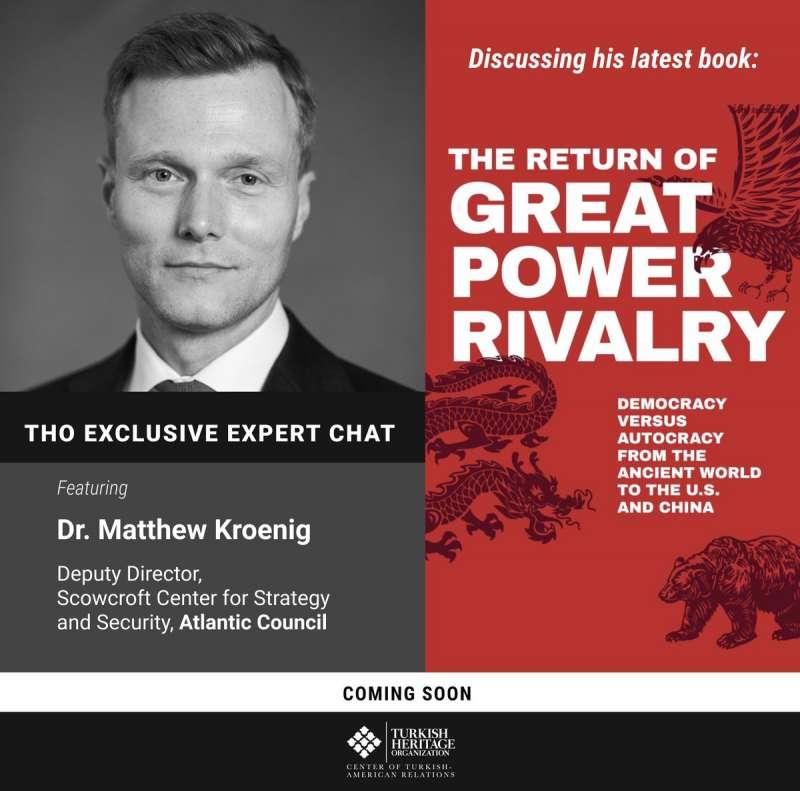 克羅尼與他的新書《大國競爭的回歸:從古老世界到美國與中國的民主和威權對比》。