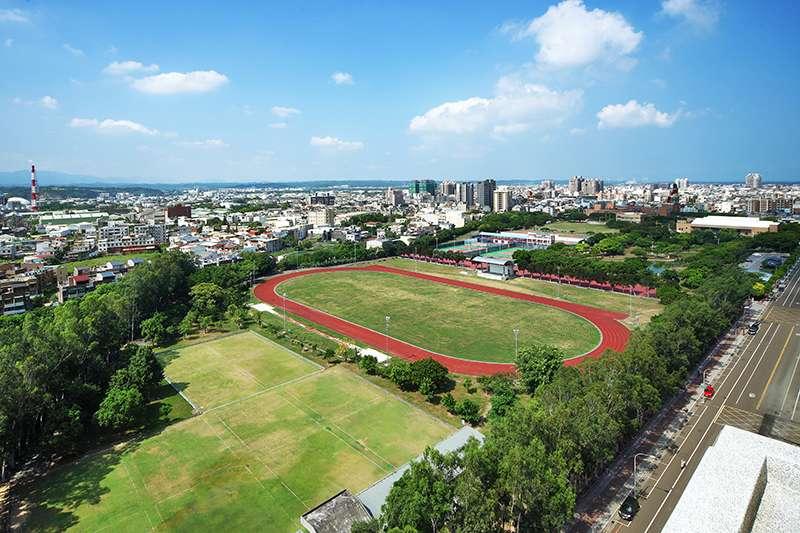 擁有萬坪綠地的竹南運動公園,是在地人假日休閒的好去處。(圖/富比士地產王提供)