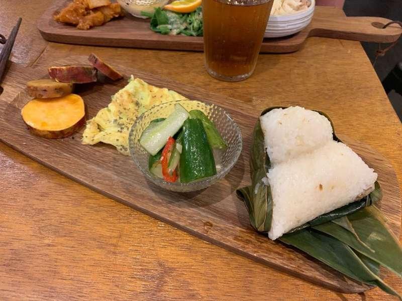 海邊坐坐特色料理魚粽,採用當地食材做成。(圖/IG@ ching_0911_)