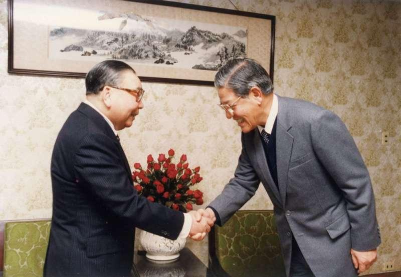蔣經國(左)和李登輝(右)年輕時都曾參與共產黨。(國史館提供,《蔣經國總統文物》005-030207-00012-026-038p)
