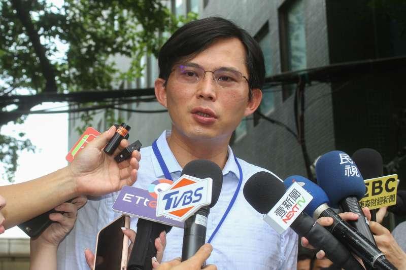 20200630-前立委黃國昌30日出席大同公司股東大會,於會後說明開會內容。(蔡親傑攝)