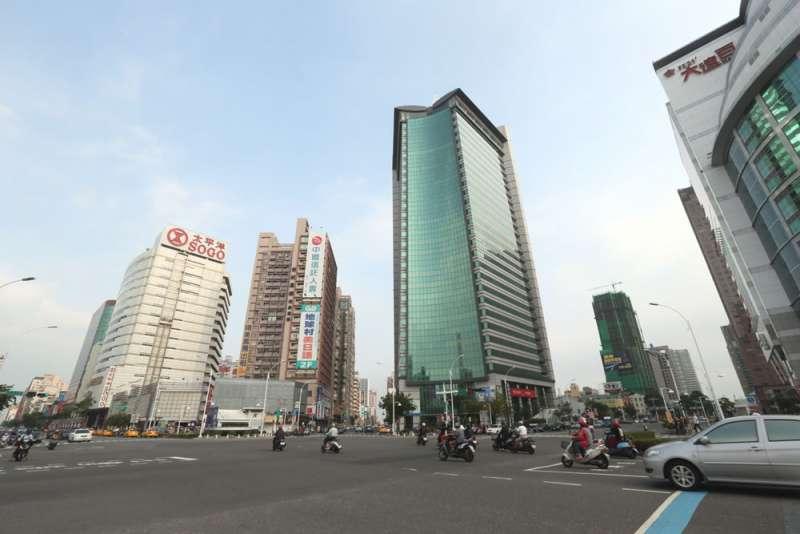 除了台北市以外,其餘五都都未開徵囤房稅,建商當然有恃無恐,反正餘屋慢慢賣就好。(柯承惠攝)