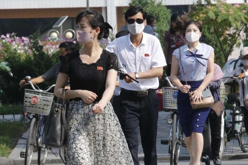 北韓疫情,北韓至今宣稱「0確診」,所有人民都強制配戴口罩。(AP)