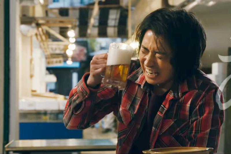給開司一罐啤酒!(圖/取自youtube)