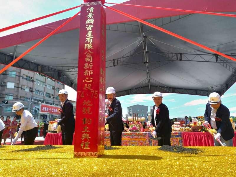 位於台南東區的清景麟巴克禮建案是清景麟建築團隊繼高雄首案-白易居後首度於台南推出的大樓新案,日前於基地舉行動土大典儀式。(圖/徐炳文攝)