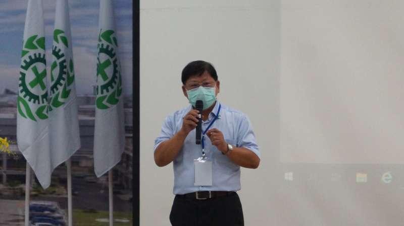台灣中油公司石化事業部吳義芳強調每年舉行工安週活動,加強人員工安觀念,今年結合安全衛生觀摩研討會辦理,開幕式在高雄煉油廠宏南活動中心舉行。 (圖/徐炳文攝)