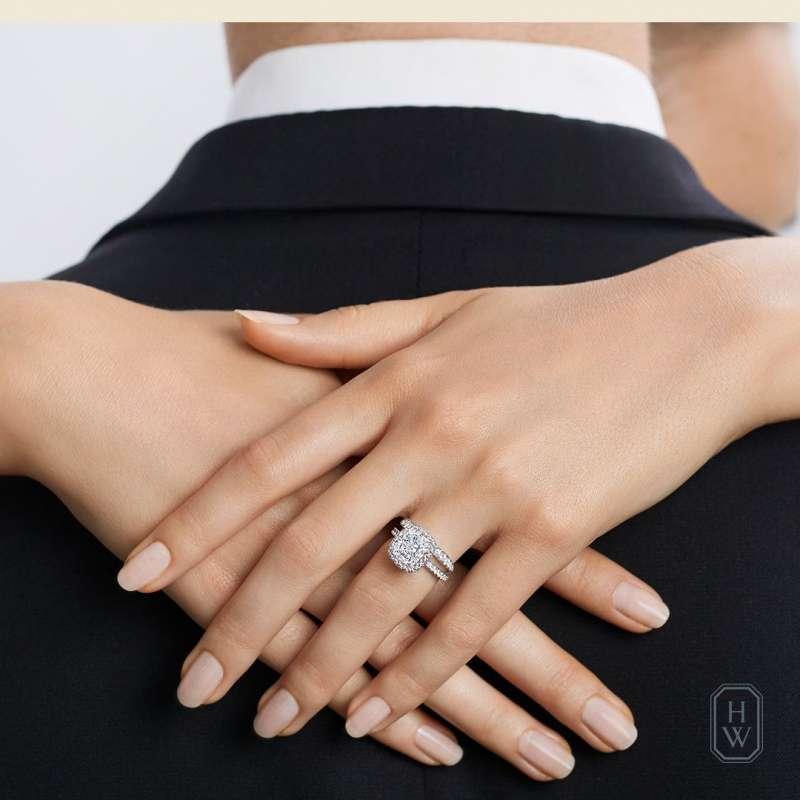 7The One 系列枕型切工鑽石婚戒。(圖/Taiwan Tatler)