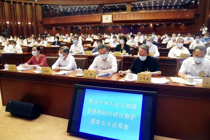 中國人大常委會6月30日表決通過《港區國安法》,宣告香港「一國兩制」壽終正寢。(美聯社)