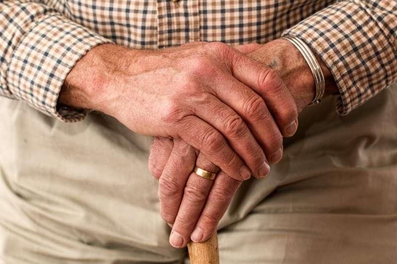 20200807-長輩,老人,外公,銀髮族。(pixabay)