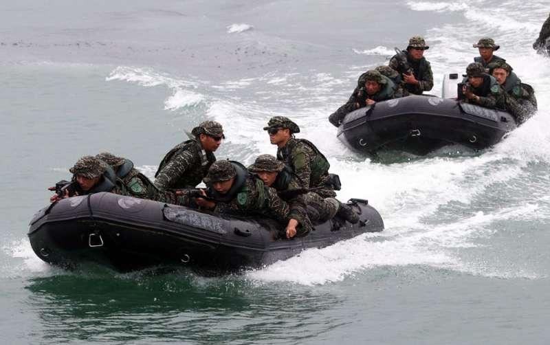 陸戰隊不幸傳出翻艇意外,海軍表示正式演習將取消突擊艇登陸課目。(蘇仲泓攝)