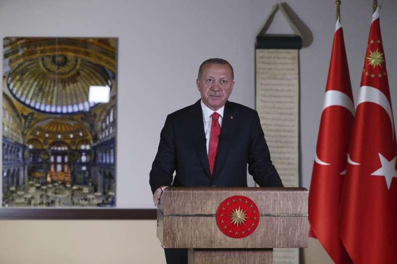 2020年7月10日,土耳其總統艾爾多安下令將聖索菲亞教堂博物館改回清真寺用途。(AP)
