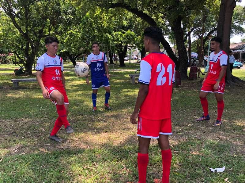 台灣中油足球隊有5位外籍球員分別來自西班牙、法國、甘比亞、智利、摩洛哥等國家。(圖/台灣中油提供)