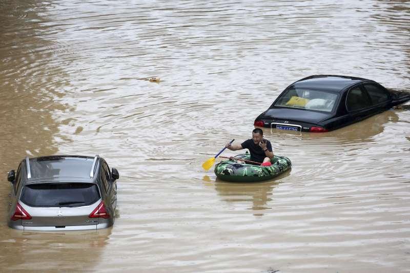 中國洪災:長江部分水域的水位創下半世紀以來次高紀錄。(AP)