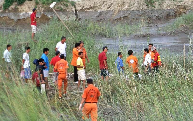 八掌溪事件發生時,各級政府搜救隊因協調問題,影響救援反應。(新新聞資料照)
