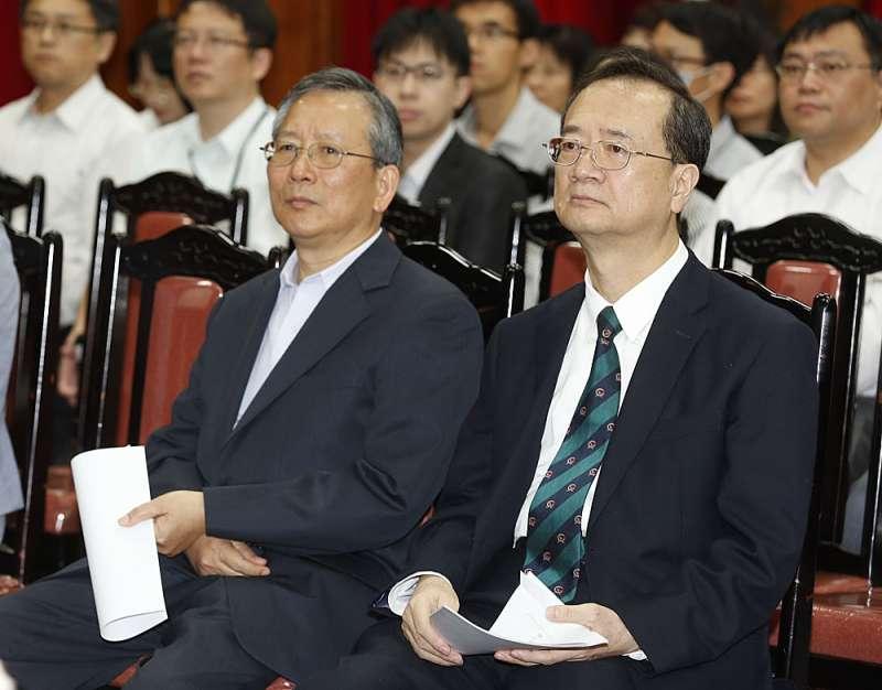 許宗力(右)認為陪審制有嚴重違憲之嫌,參審制較可行。(郭晉瑋攝)