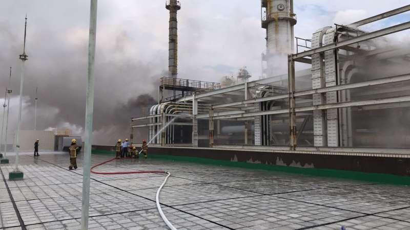 20200715-雲林麥寮六輕工業區塑化公司煉製二廠15日上午9時多,驚傳爆炸起火,廠區冒出濃煙,數公里外民眾都看到。(取自雲林縣政府官網)