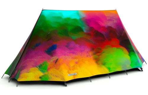 3帳篷界裡的Paul Smith非FieldCandy莫屬,耀眼繽紛的數位印刷圖案帳篷,在營地裡讓你備受矚目。(圖/網路溫度計)