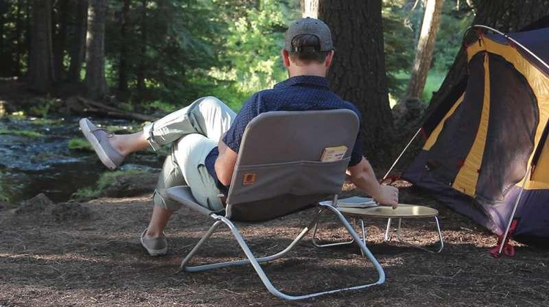 4設計師品牌Shape Field Office所推出的露營椅,用最少線條與結構打造出符合人體工學的露營椅,可置物、折疊與吊掛收納。(圖/網路溫度計)