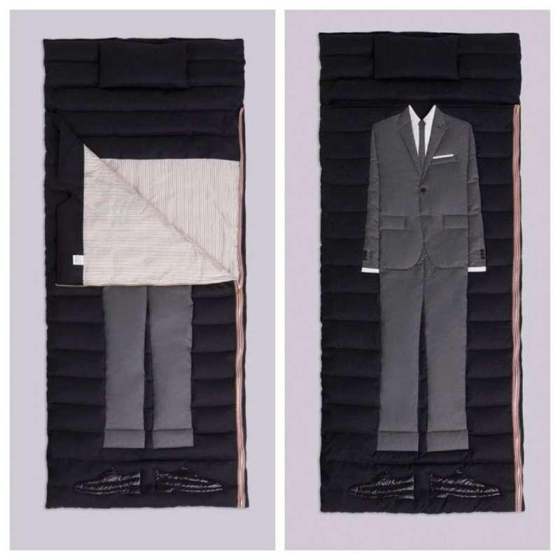 6如果一般睡袋太無聊,美國精品品牌Thom Browne在2018年推出的 L'oeil Classic Suit Sleeping Bag,以商務人士圖案搭配保暖的羊毛材料製成,趣味十足。(圖/網路溫度計)